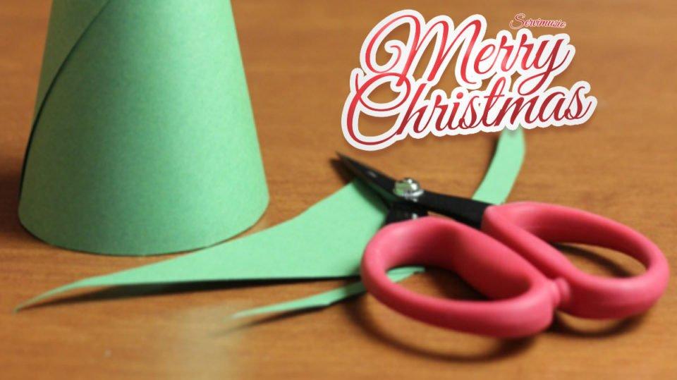 Lavoretti Di Natale In 5 Minuti.Ecco Come Realizzare Un Albero Di Natale In 5 Minuti Usando Scarti Di Carta