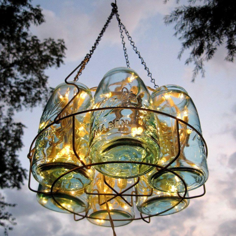 Lampadari Con Bottiglie Di Vetro lampadari realizzati con il riciclo: 20 idee con bicchieri