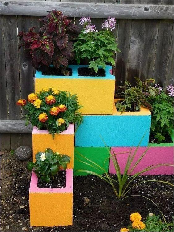 blocchi di cemento in giardino