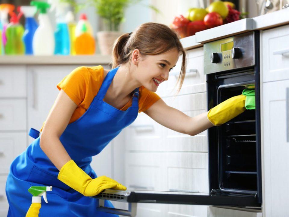 come pulire il forno fai da te