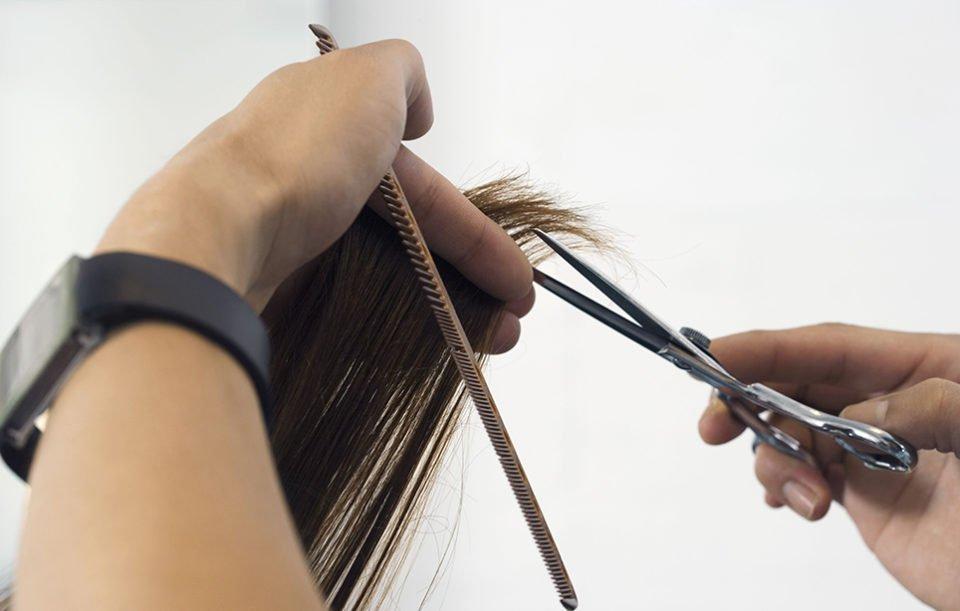 Tagliare i capelli da soli