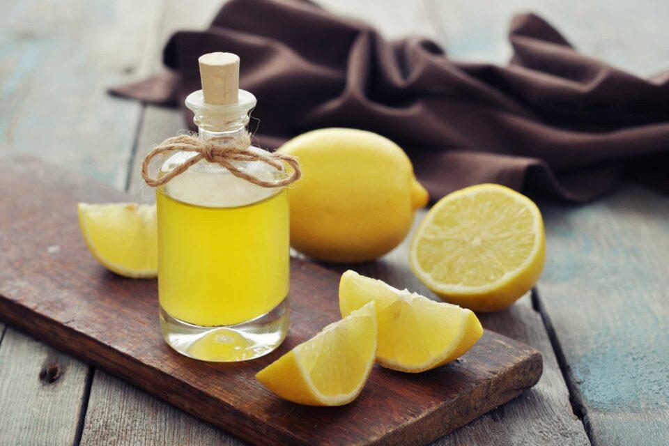 bere limone e olio d'oliva