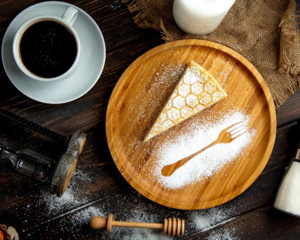 Torta di ricotta con 3 ingredienti, senza farina: morbidissima e friabile.