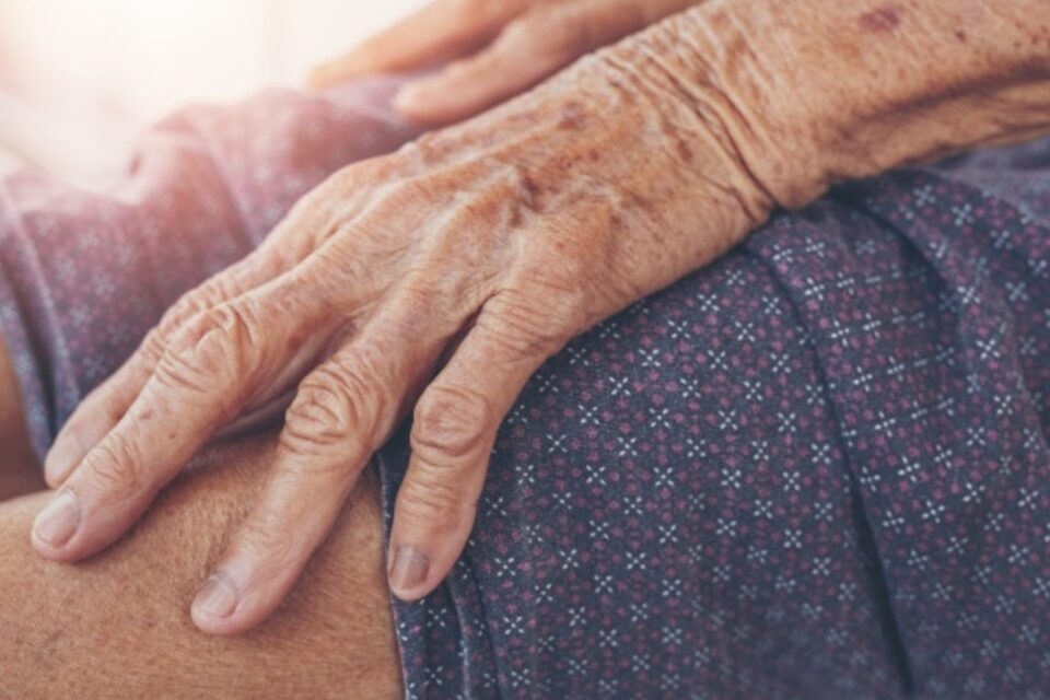 invecchiamento mani