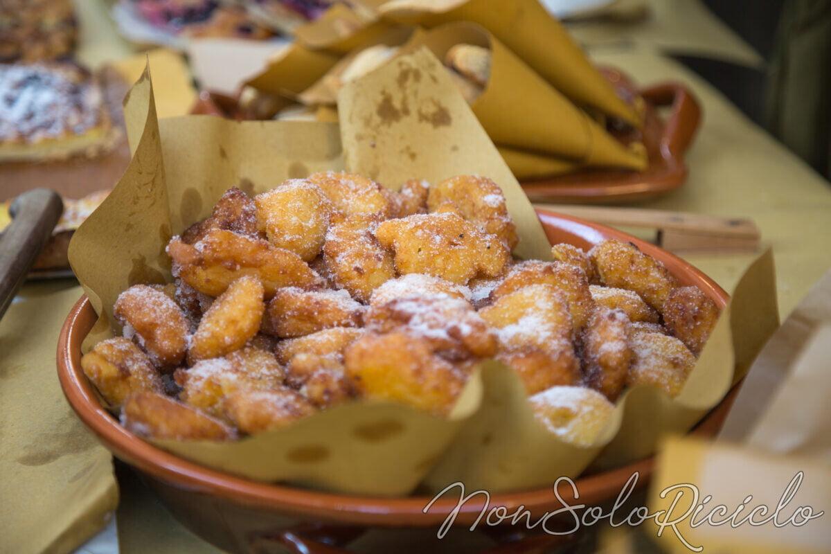 Frittelle di banana: buone al forno, ottime fritte e con pochissima farina!