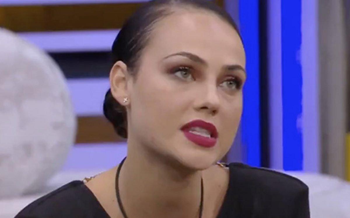 GF Vip, Adua Del Vesco si confida con Giulia Salemi parlando della sua storia d'amore