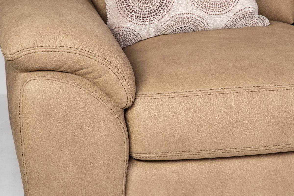 come pulire il divano in AdobeStock 168115461