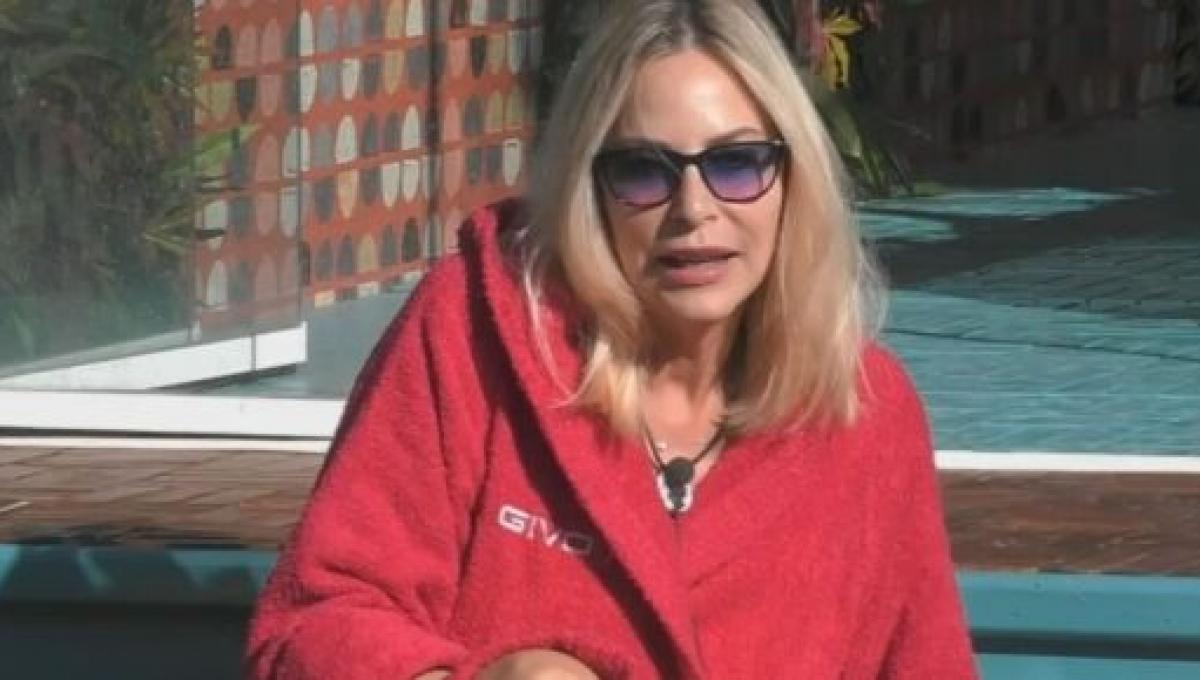 GF Vip, Tommaso Zorzi e Adua Del Vesco fermano Stefania Orlando che tenta di abbandonare la casa