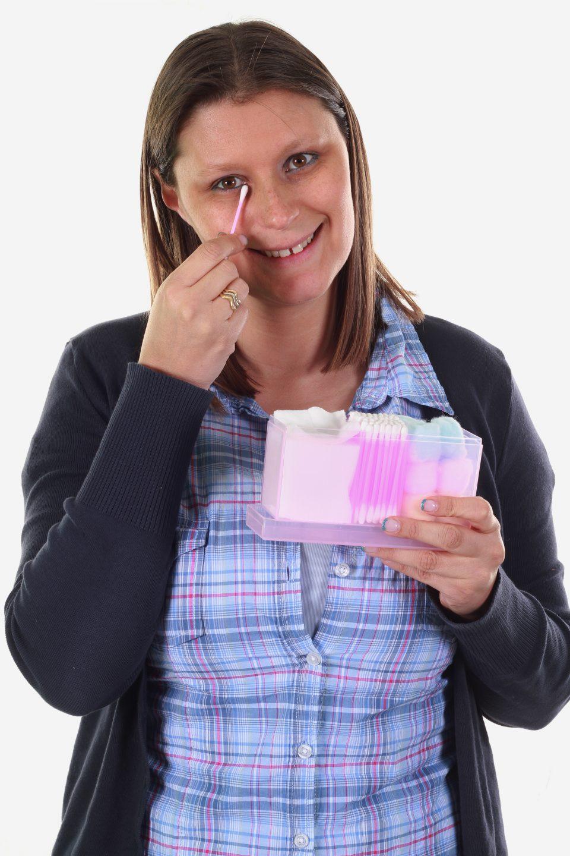 utilizzi alternativi del cotton fioc AdobeStock 21771132