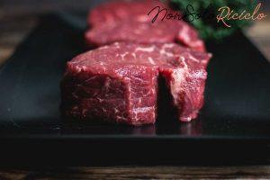 cibi che vanno lavati e raw beef steaks black plate 449 19326185