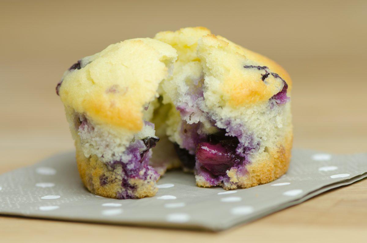 il muffin ai mirtilli buonissimo AdobeStock 251352278