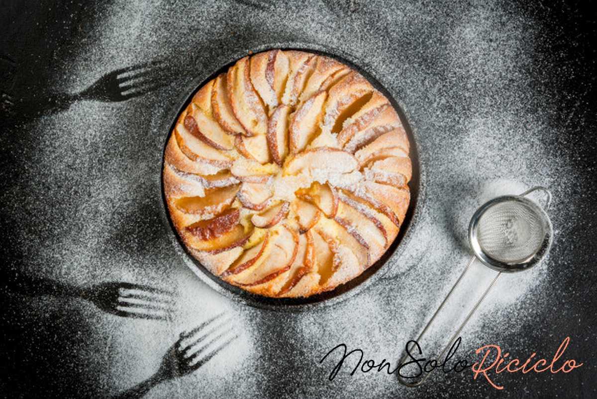 La soffice torta di mele e yogurt di chef Cannavacciuolo
