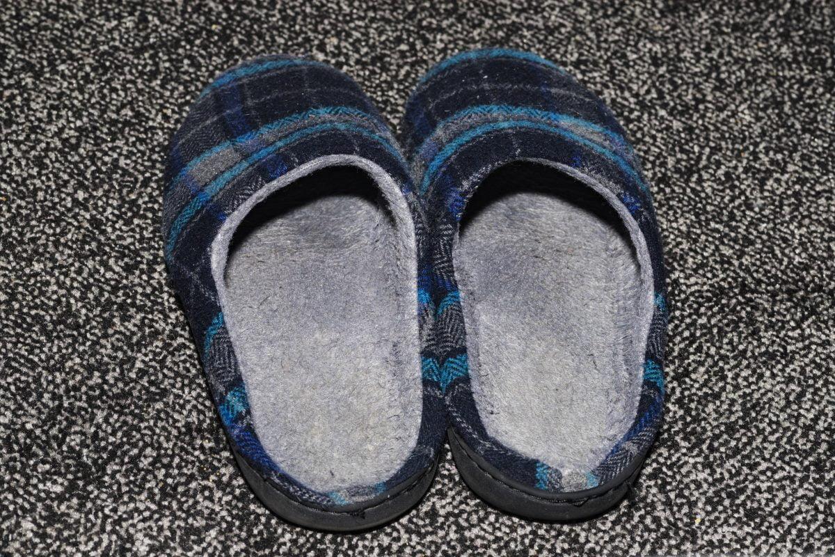 pantofole che puzzano ecco il AdobeStock 190140506