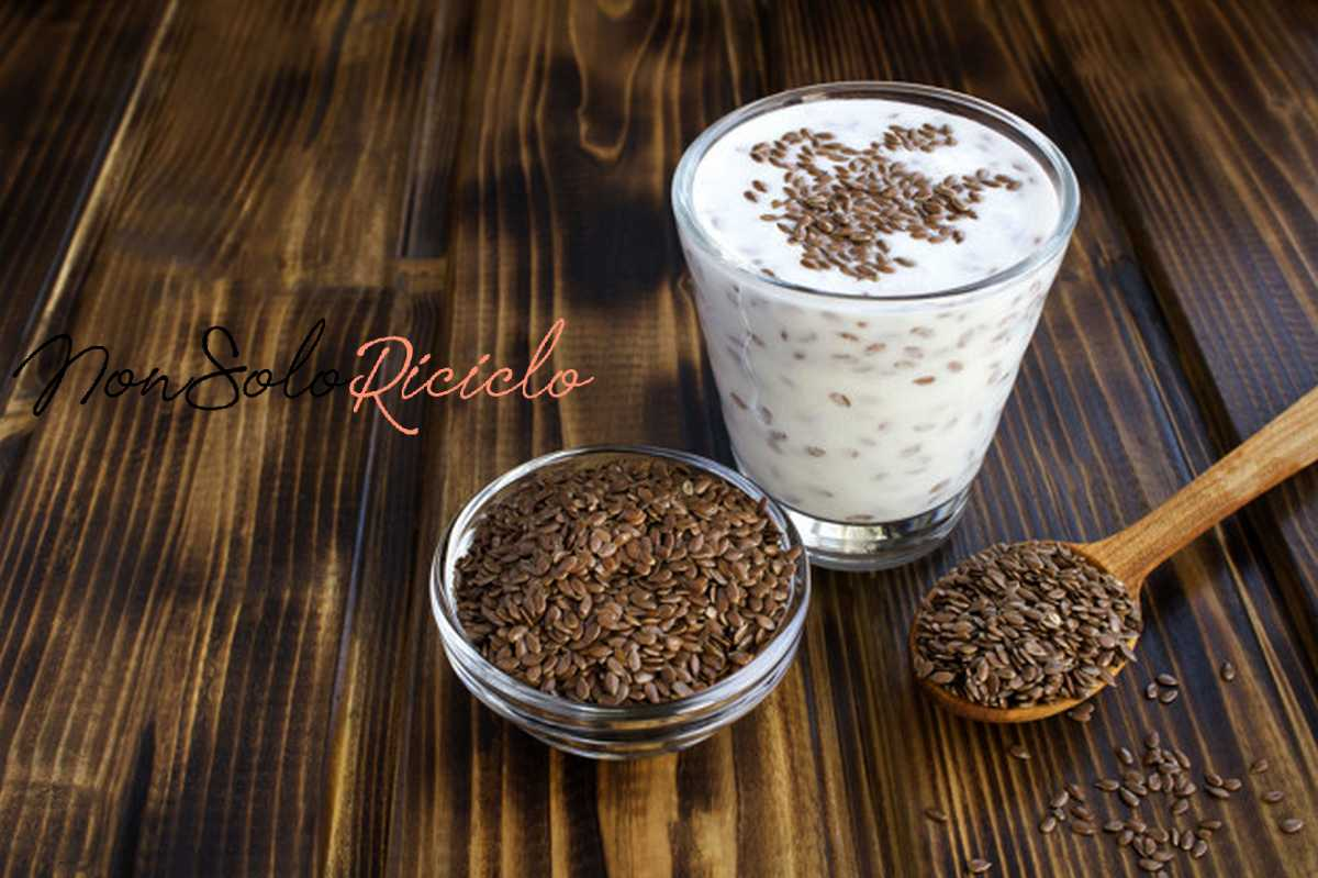 pulire lintestino in solo tre yogurt kefir with flax seeds glass brown wooden surface copy space 271740 232