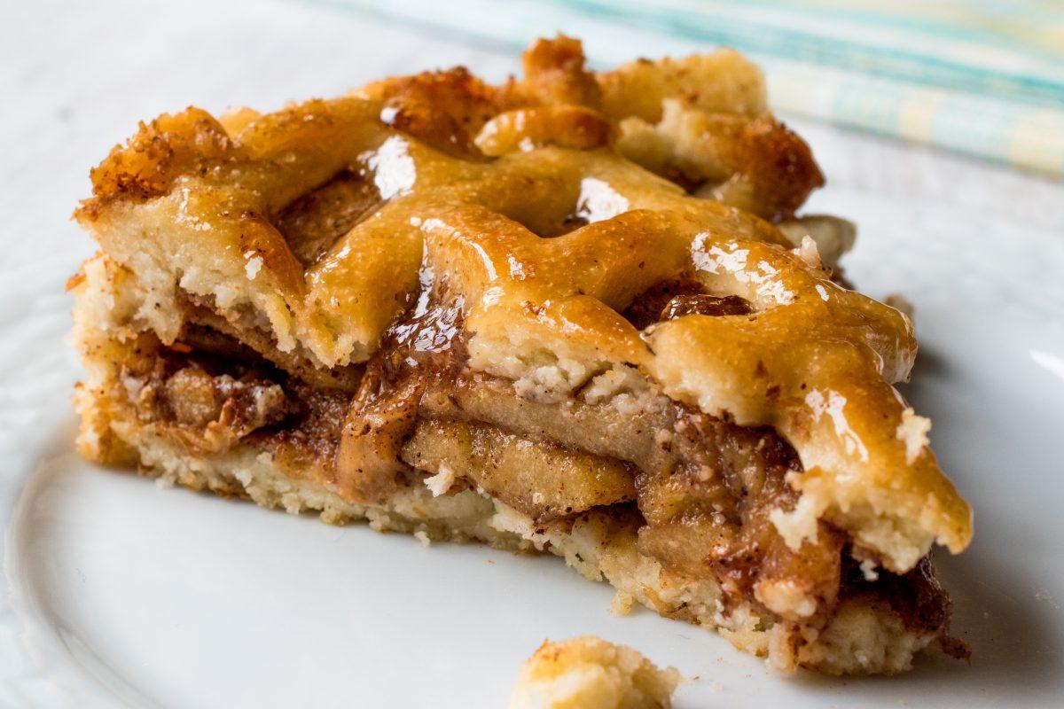 torta di mele con composta AdobeStock 178604048