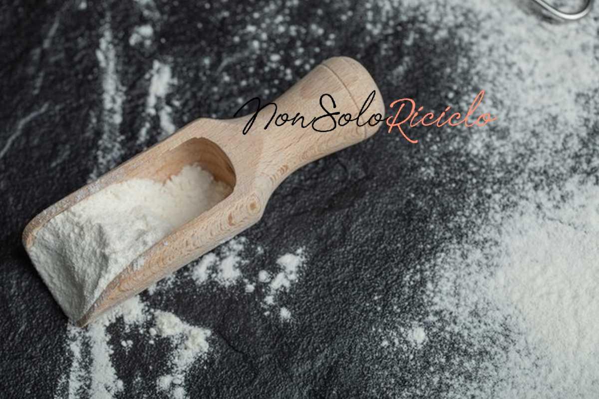 amido di riso unalternativa naturale wooden spoon with flour black 114579 39243