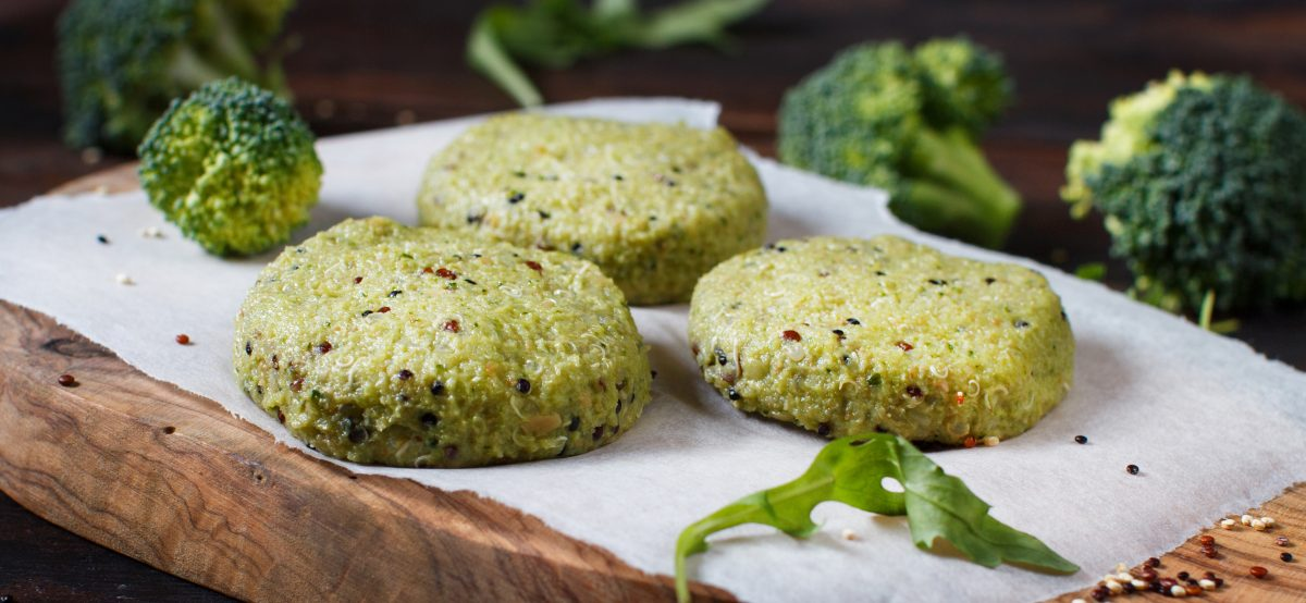 burger di broccoli e quinoa AdobeStock 234687747