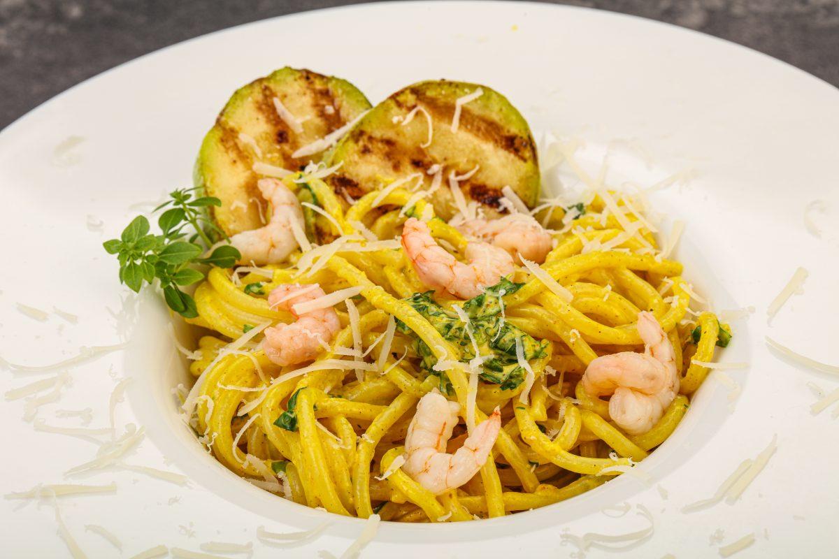 Spaghetti al limone e gamberi rossi: la ricetta insolita e raffinata