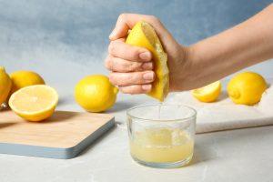come spremi i limoni abbiamo AdobeStock 216418420