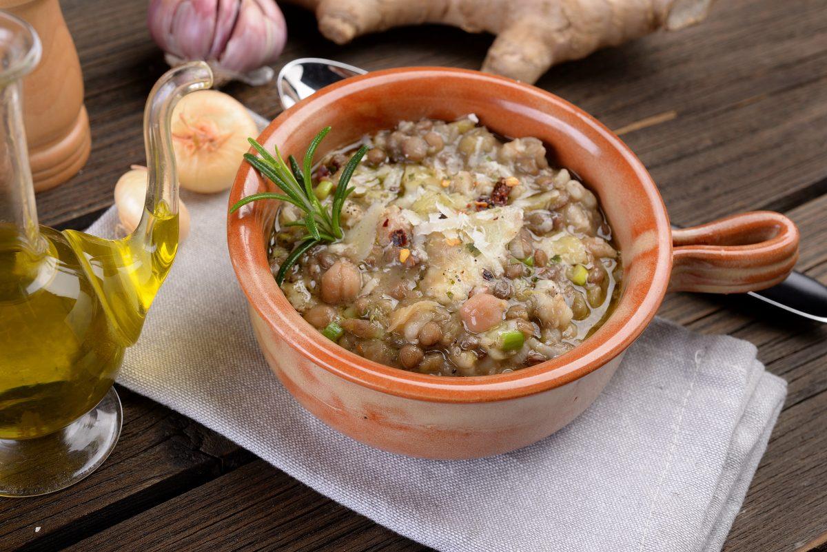 minestra di farro e lenticchie AdobeStock 189397616