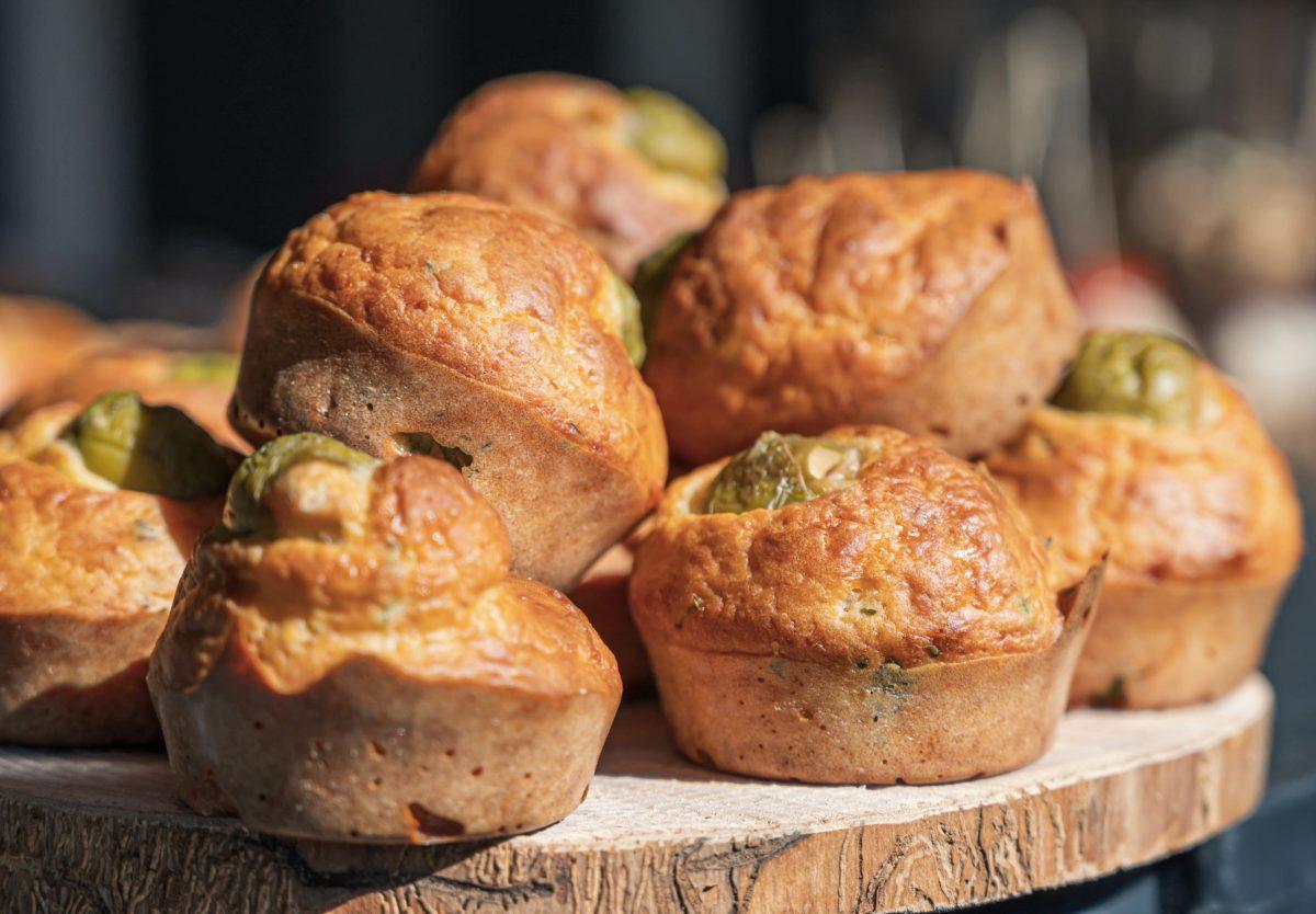 muffin salati ricotta e olive AdobeStock 367797210