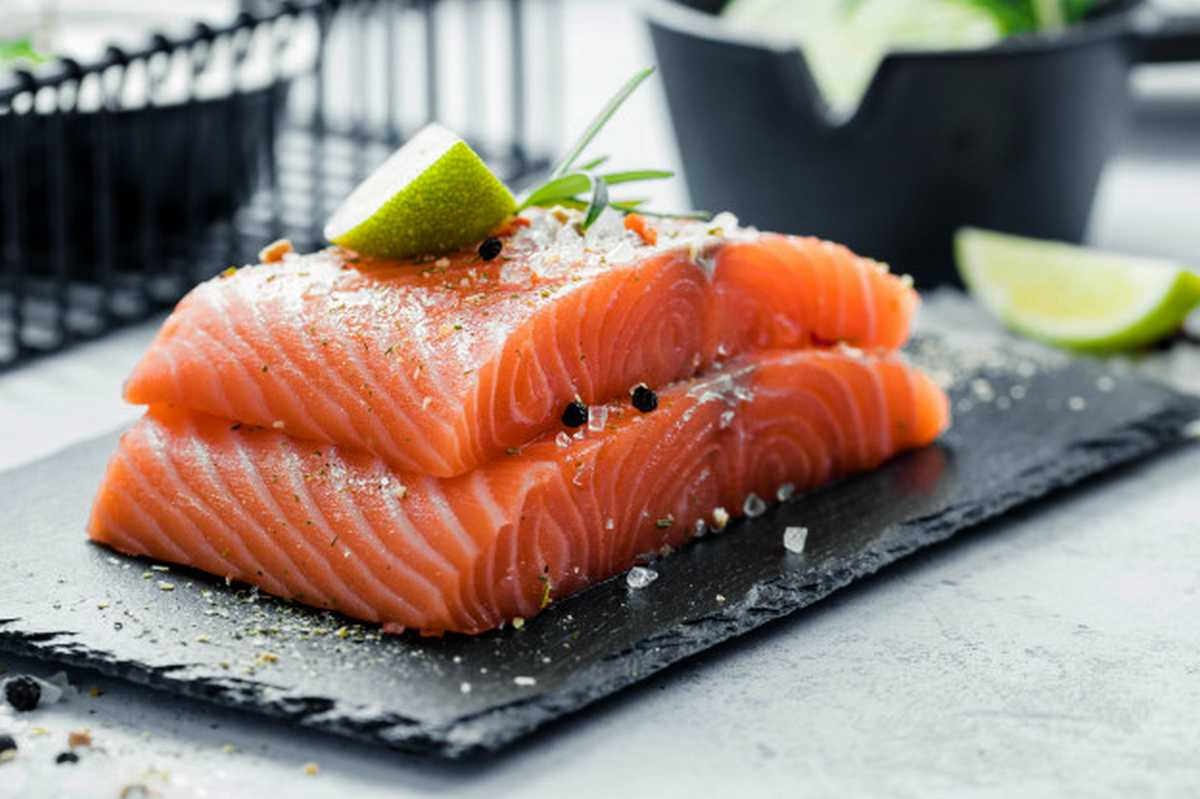 salmoni dallevamento il colore rosa two pieces raw salmon fillet with fresh herb rosemary spices olive oil black slate plate 147970 5
