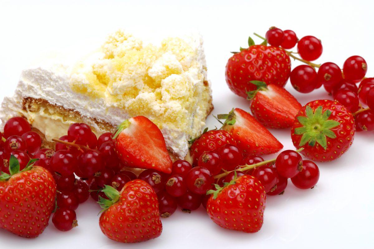 torta al cioccolato bianco e AdobeStock 95913112