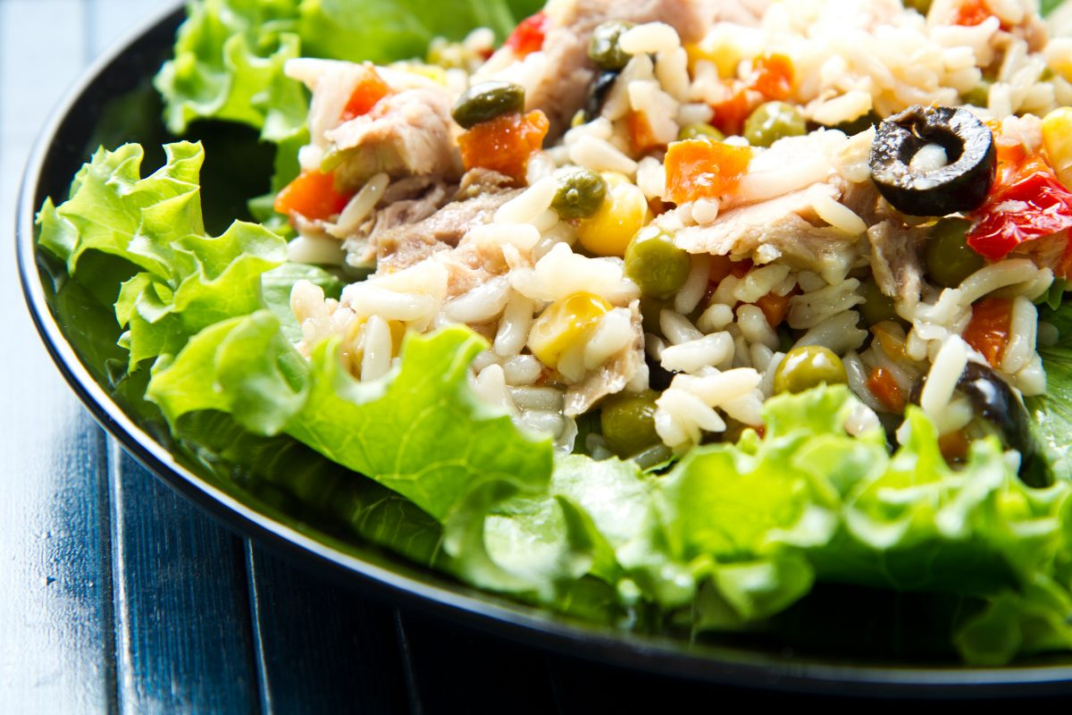 Un'insalata di riso così non l'hai mai provata. Solo 340 calorie!