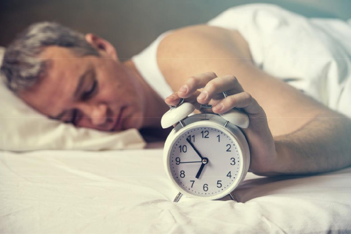 svegliarsi unora prima puo combattere waked up hand turns off alarm