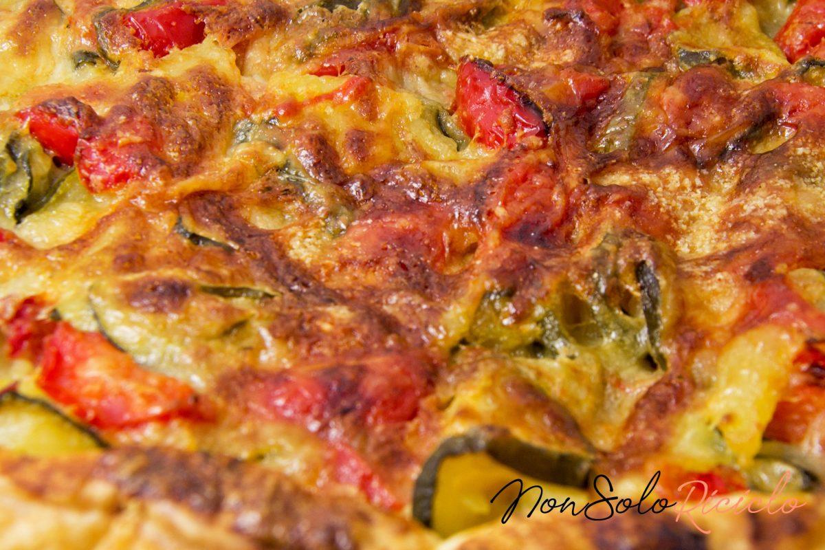 Torta velocissima alle zucchine: con pomodori, scamorza e speck!
