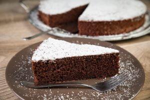 torta al cacao dietetica e AdobeStock 229599169