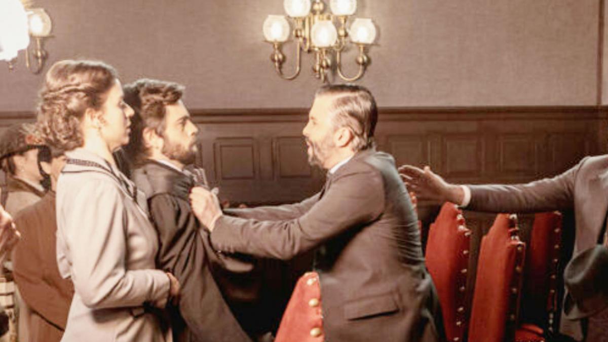 Una Vita, anticipazioni 27 settembre: Felipe si scontra con Velasco dopo l'assoluzione di Genoveva. Poi fa un annuncio a Liberto e Ramòn