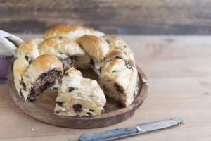 deliziosa treccia di pan brioche AdobeStock 225376421