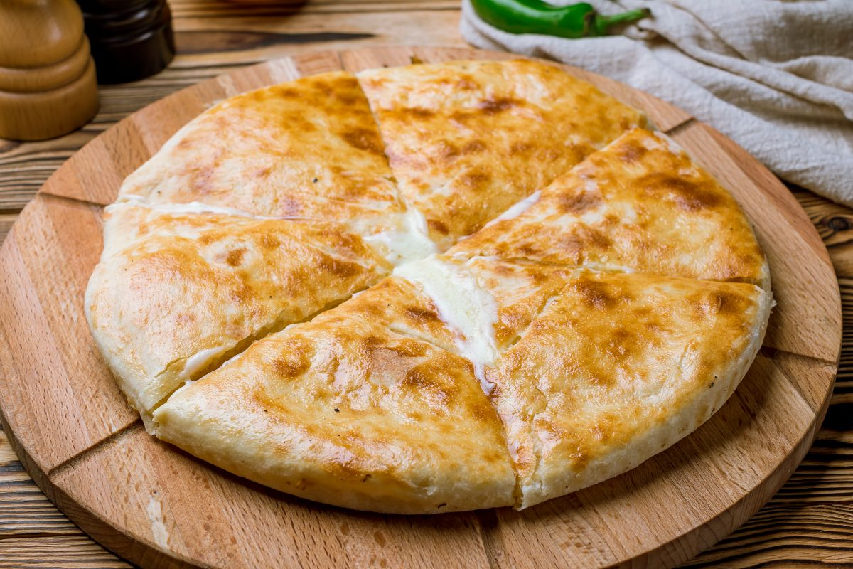 pizza ripiena in padella soluzione AdobeStock 220734579