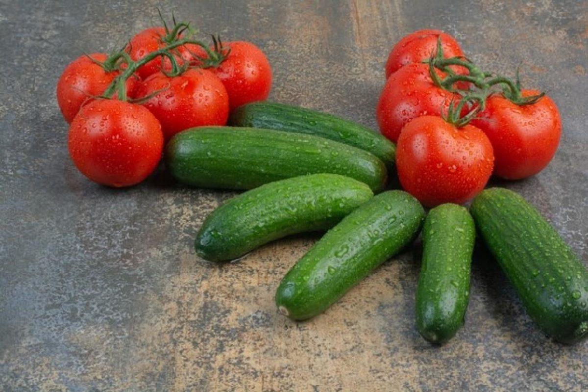 pomodoro e cetriolo questo matrimonio bunch tomatoes cucumbers marble 114579 23462