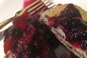 torta ai frutti di bosco AdobeStock 228737674