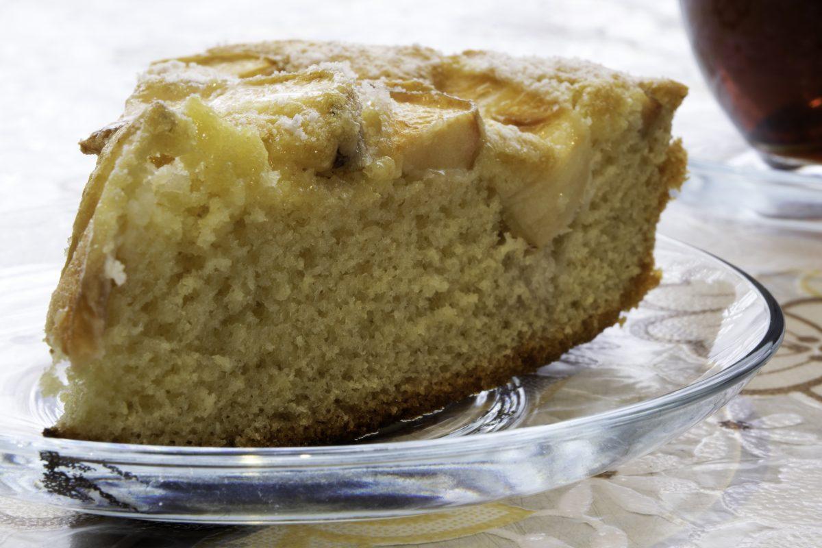 torta di ricotta e mele AdobeStock 245730359