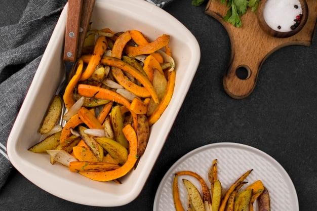 8 cibi che dovresti mangiare flat lay delicious autumn food composition 23 2148634479