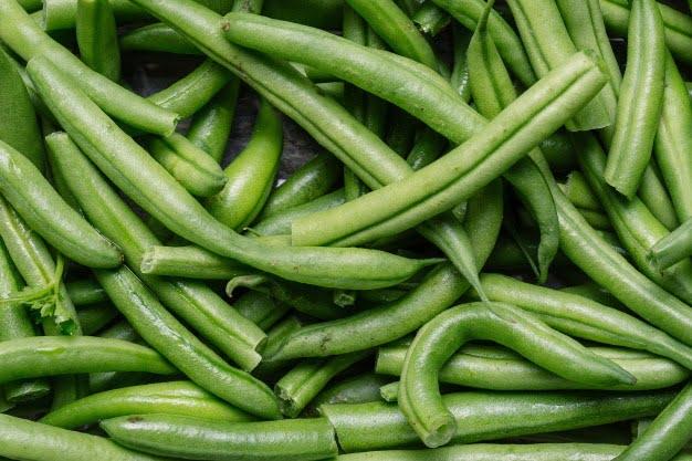 8 cibi che dovresti mangiare fresh raw green beans 181624 6071