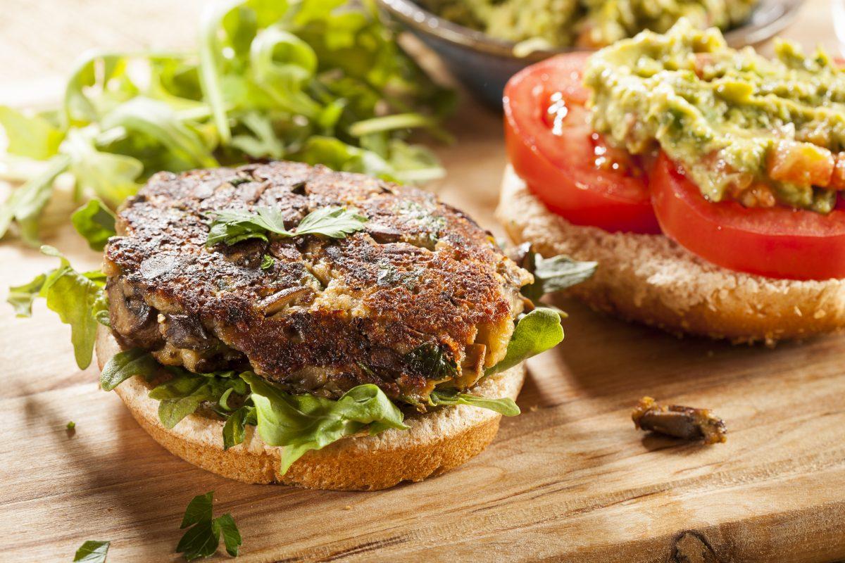 burger light di melanzane AdobeStock 51120114