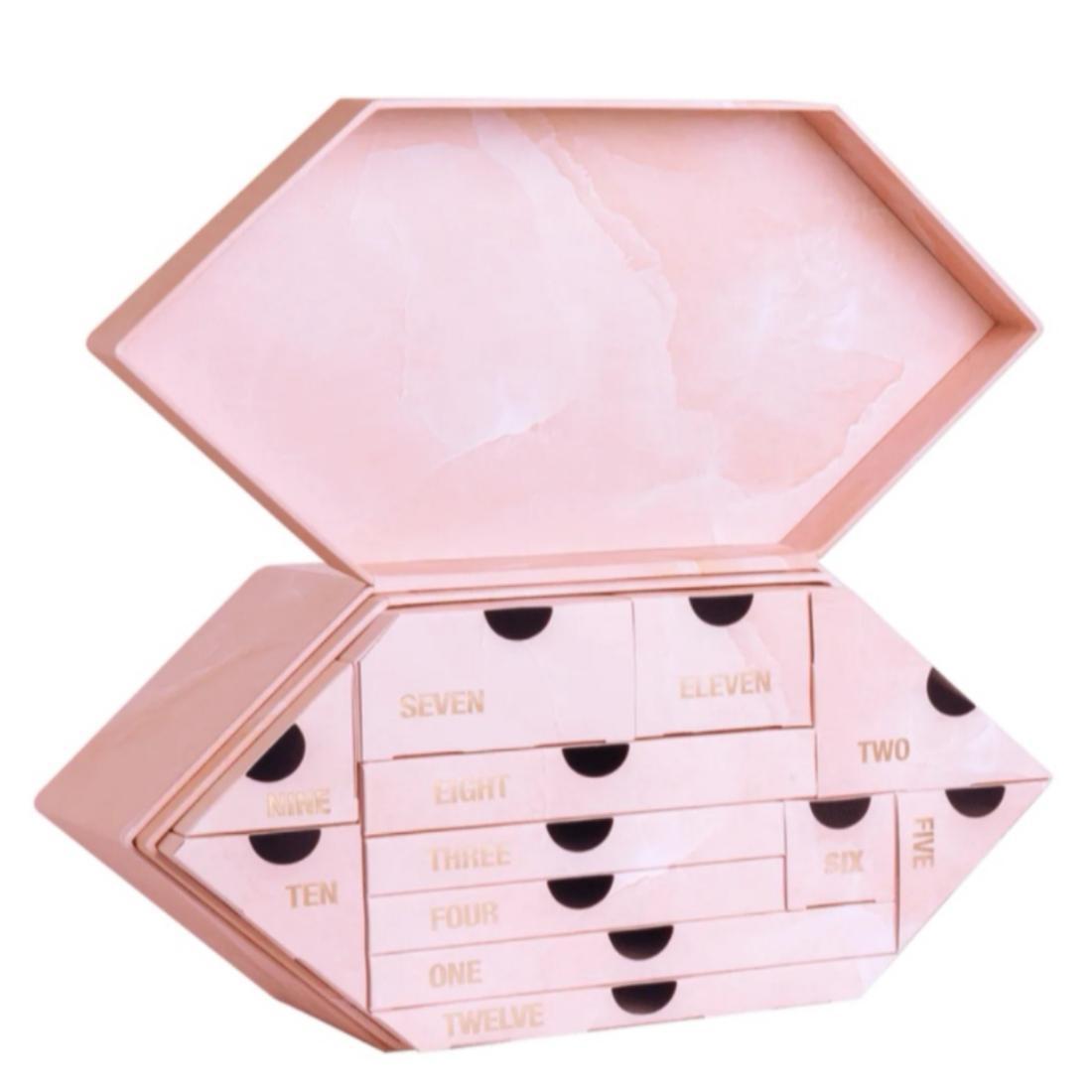 calendario-Avvento-Huda-Beauty-2021-quarzo-rosa-Pianetadonne