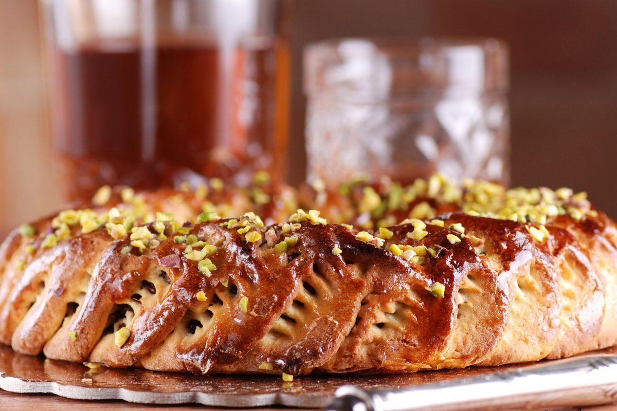 Ciambella russa: il dolce intrecciato ripieno di crema al pistacchio!