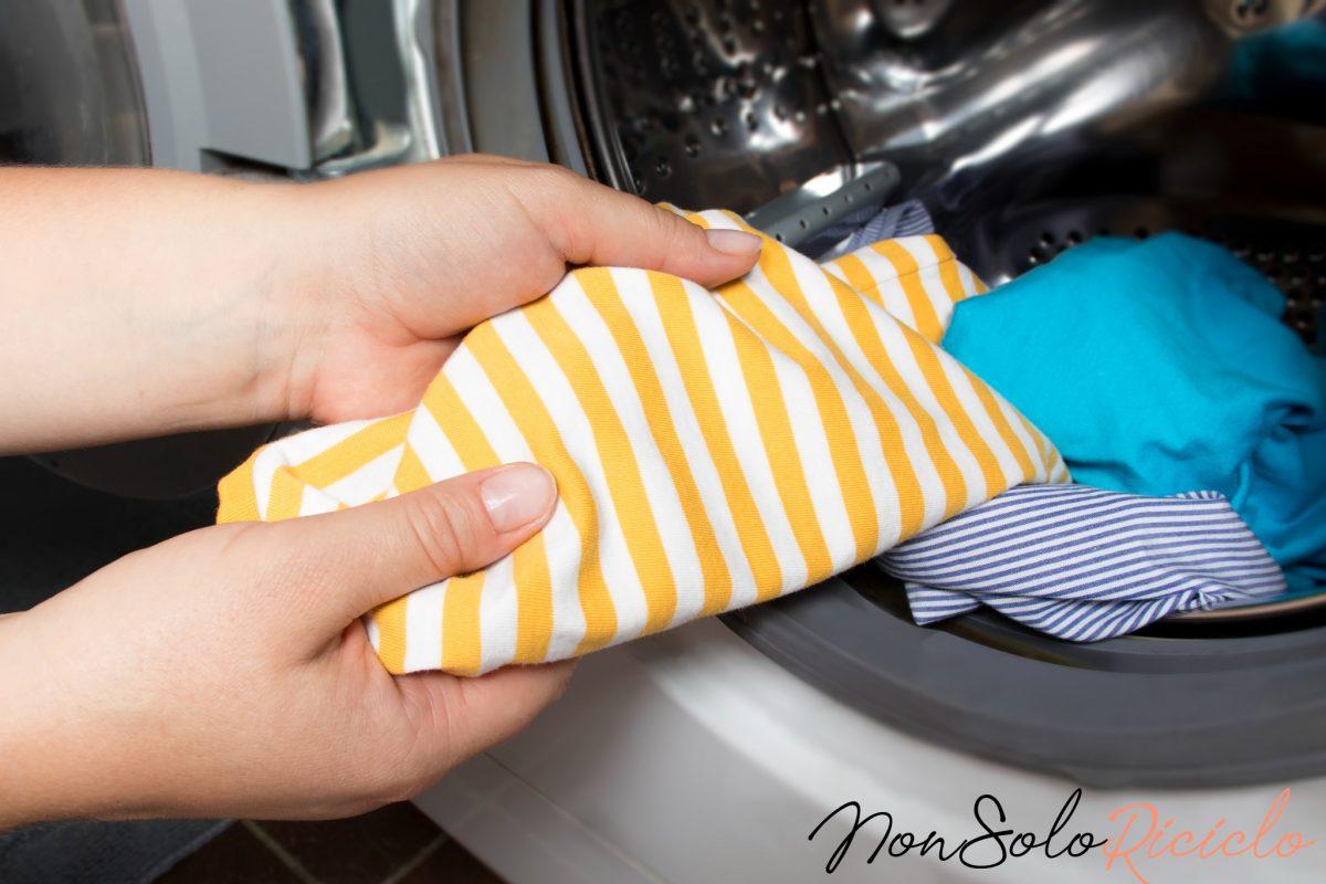 Metodo levapelucchi infallibile: inserite questo oggetto nel cestello!