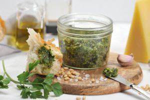 pesto di broccoli e noci AdobeStock 224171922